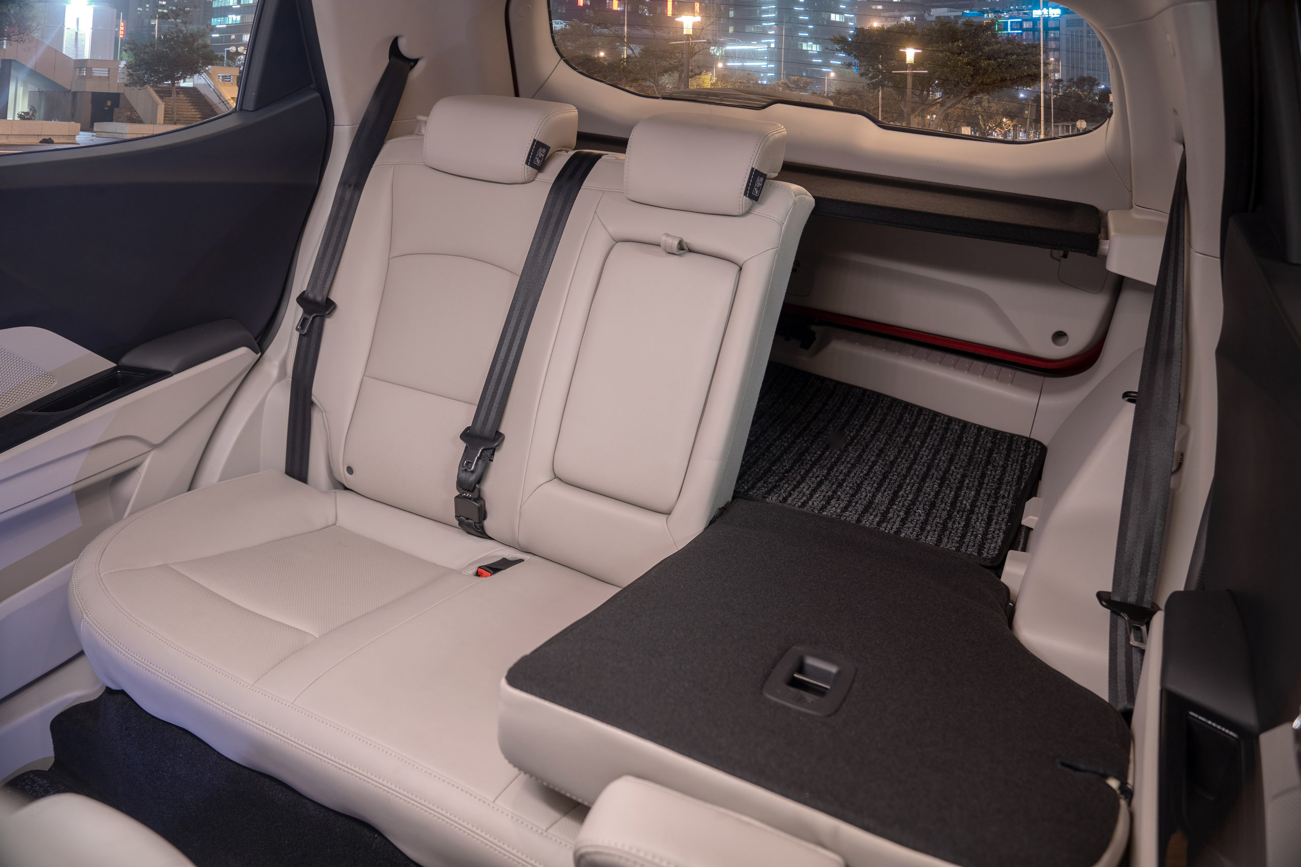 UXV-300-Seats-fold-04-1